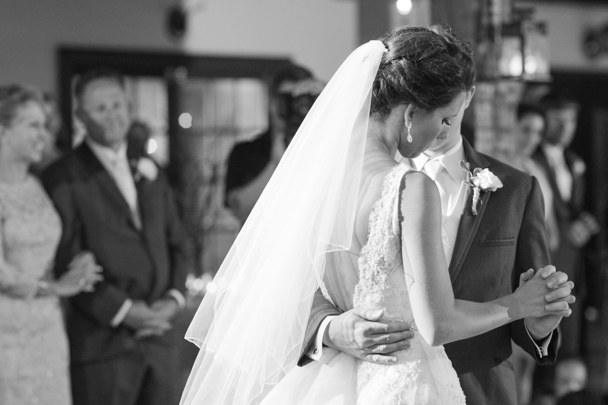 A Blush Colored Rustic Williamsburg Winery Wedding Photo_1041
