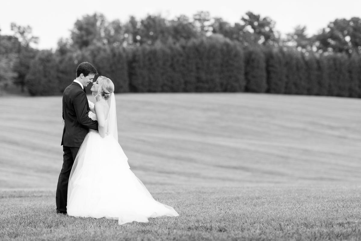 An Elegant Country Estate Wedding at Dover Hall Photos_1703