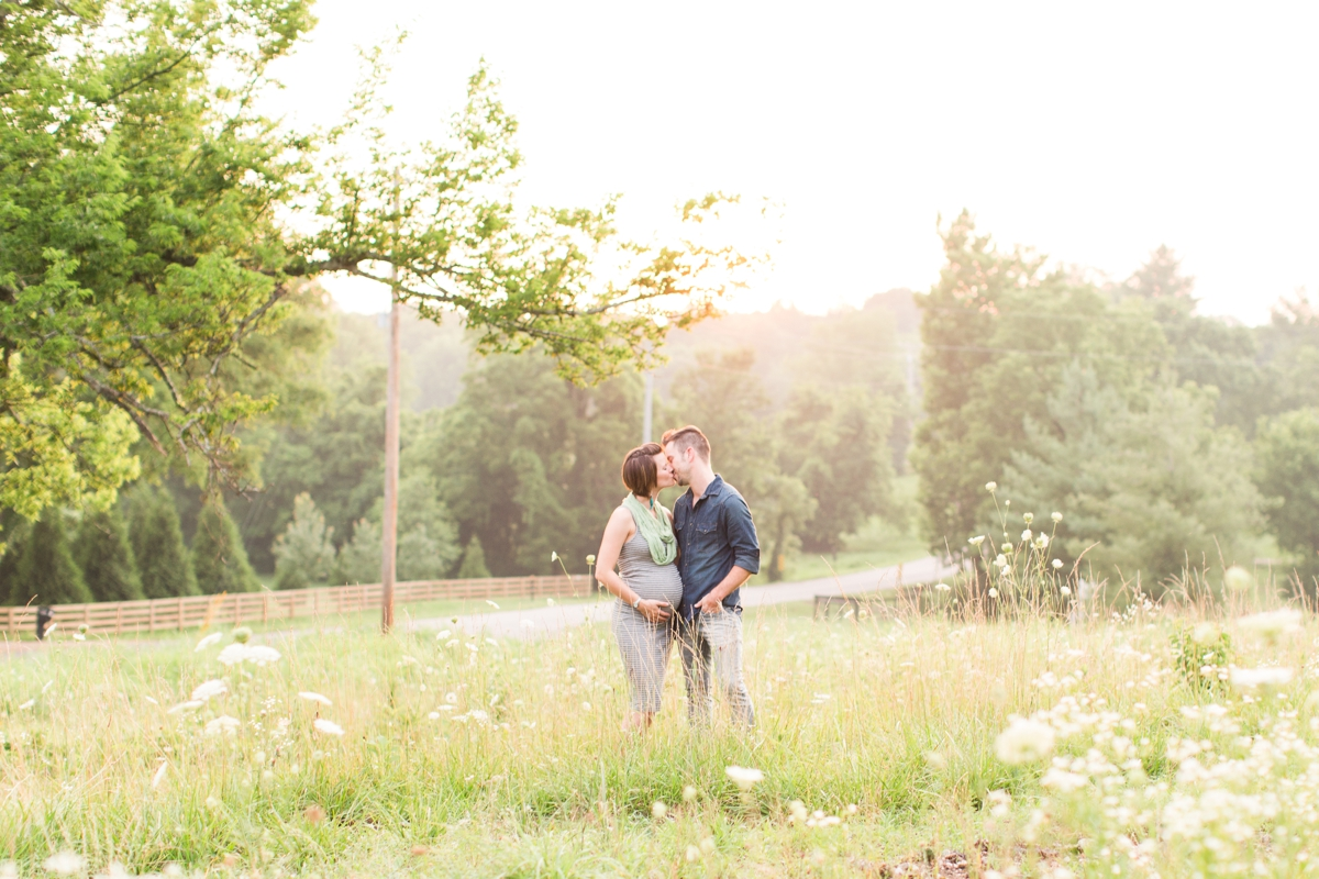 beautiful natural light family portraits in a field_1586