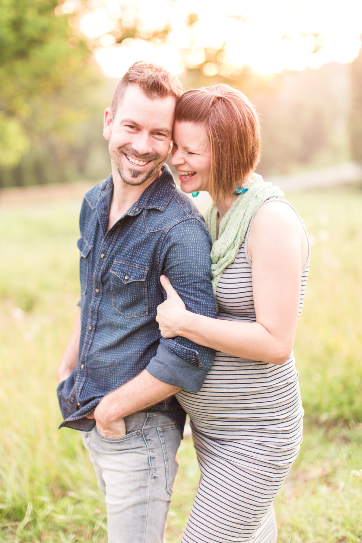 beautiful natural light family portraits in a field_1593