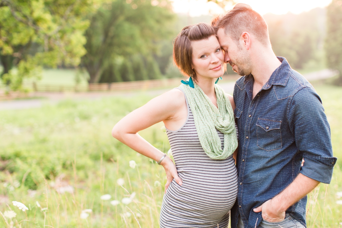 beautiful natural light family portraits in a field_1595