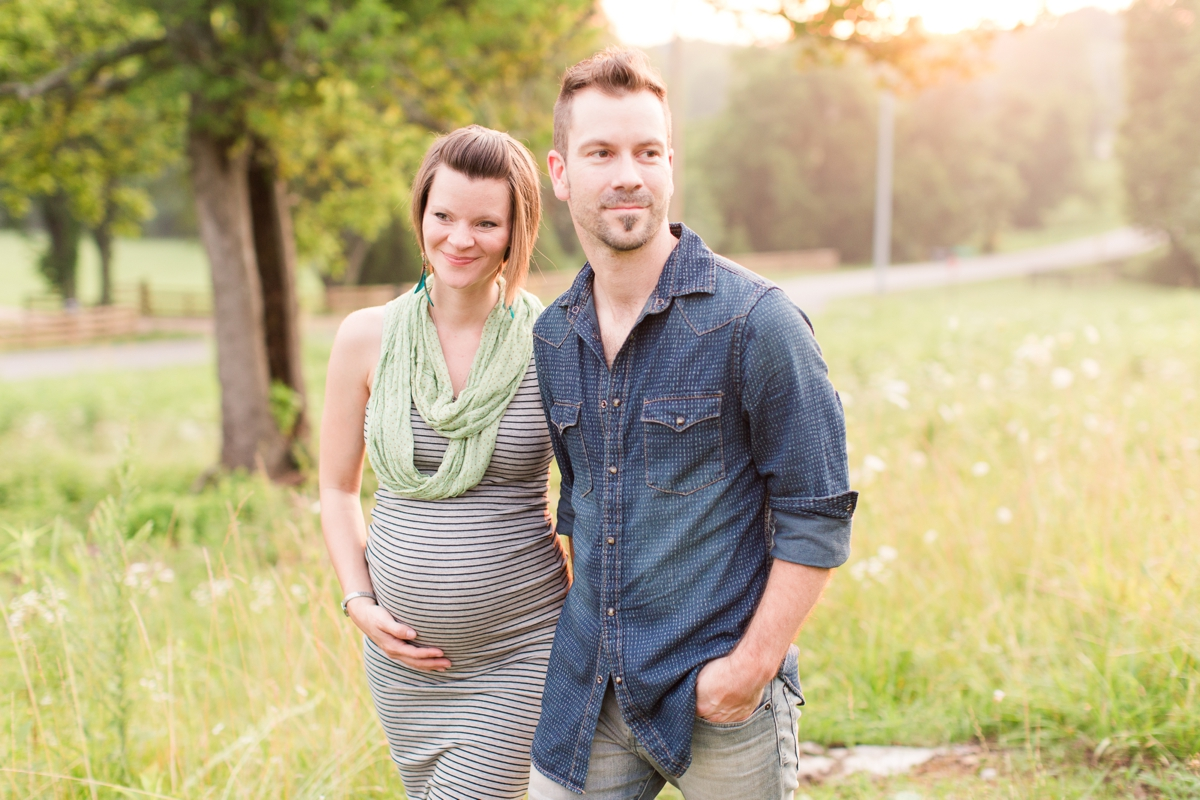 beautiful natural light family portraits in a field_1597