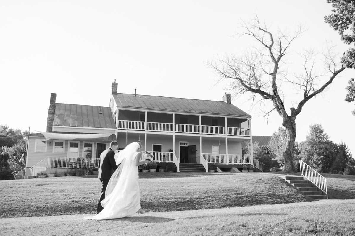 Riverside On the Potomac Barn Wedding Photos_3034