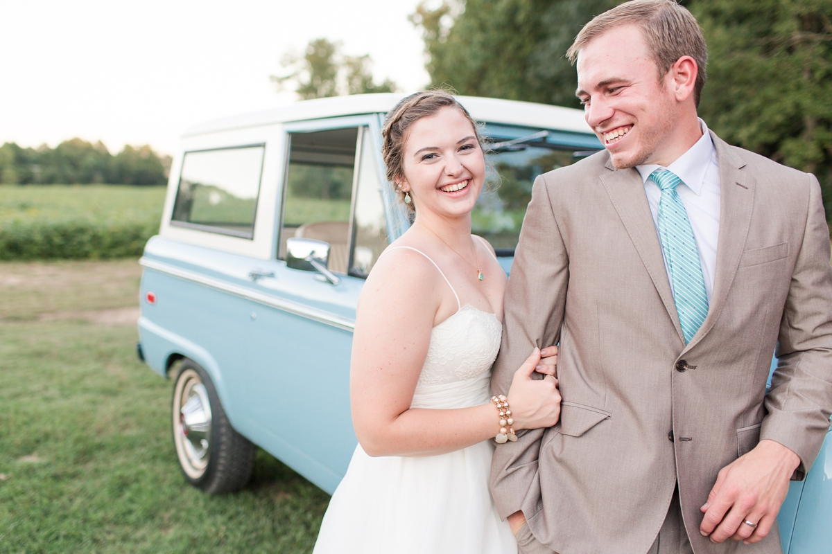 A Country Farm Wedding with Food Trucks Photos_4553