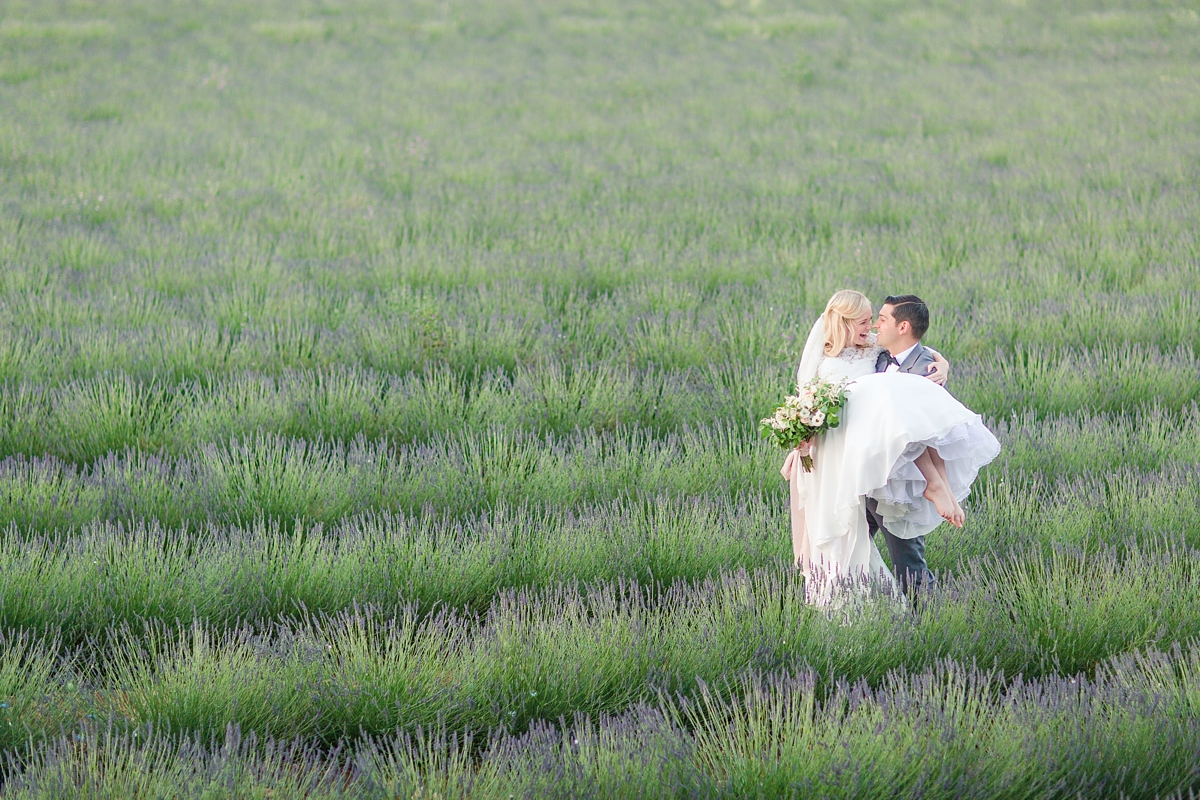 wedding portraits in frenchlavender fields in provence, Franve by photographer Katelyn James_1806